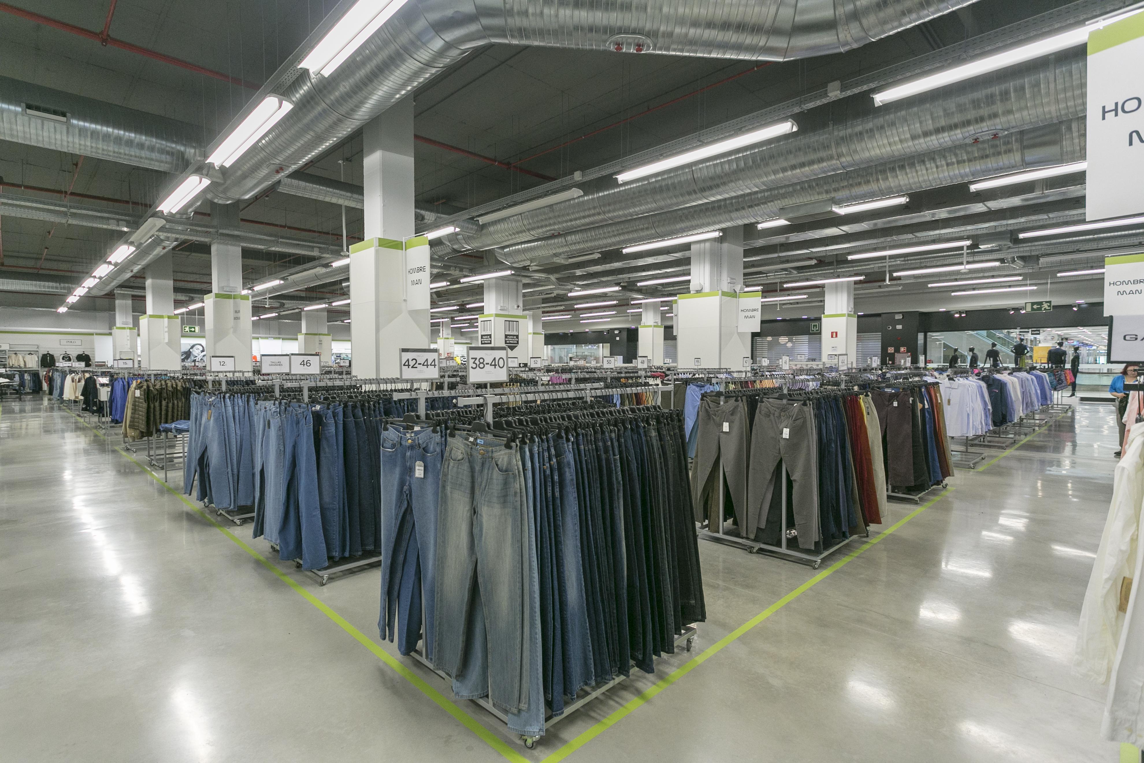 97eaa88ced5 ... Corte Inglés en Sambil Outlet encontrarás una gran oferta de moda y  calzado