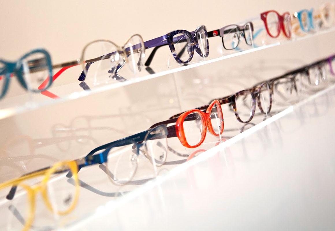d828fa1273 Es por ello que Multiópticas no para de innovar y nos permite mantenernos  en la vanguardia de la moda combinada con la mejor atención visual hacia  nuestros ...
